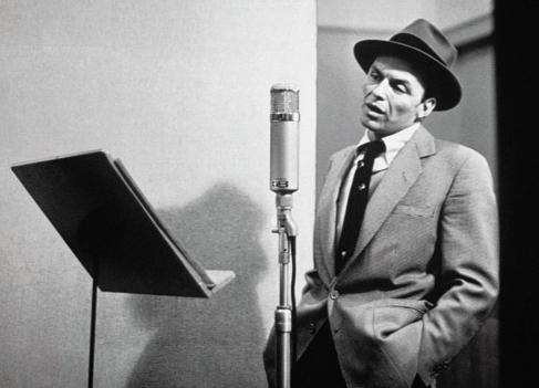 Frank Sinatra singing into a U47